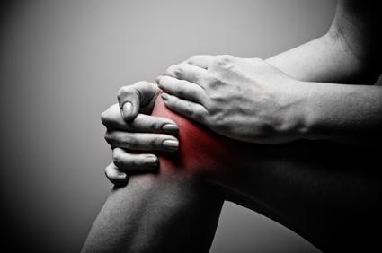 膝を痛めた人